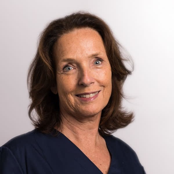 Dr. Claudia Simons